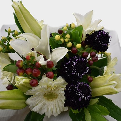 Premium Gift Bouquet White & Burgundy Eye Candy